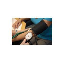 Foto naklejka samoprzylepna 100 x 100 cm - Lekarz z stehtoskop pacjenta mierzy ciśnienie krwi
