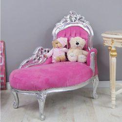 Dekoracyjny szezlong w stylu barokowym, srebrna, drewniana rama, obicie różowy welur.