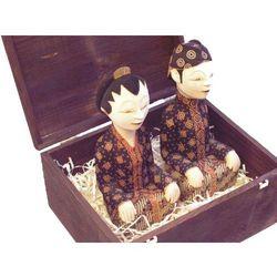 KUNSZTOWNY PREZENT RZEŹBA Figurki pary młodej z wyspy Javy