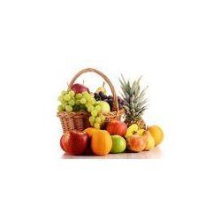 Foto naklejka samoprzylepna 100 x 100 cm - Kompozycja z owoców i koszyk wikliny