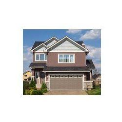 Foto naklejka samoprzylepna 100 x 100 cm - Nowy dwupiętrowy biało-brązowy beżowy murowany domek z garażem