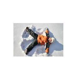 Foto naklejka samoprzylepna 100 x 100 cm - Chłopiec leży na śniegu biegun północny