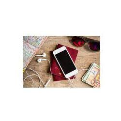Foto naklejka samoprzylepna 100 x 100 cm - Drewniany stół z rzeczy dla podróży