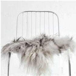 narzuta na krzesło z owczej skóry - szara